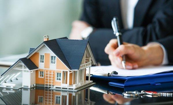 property lawyer image