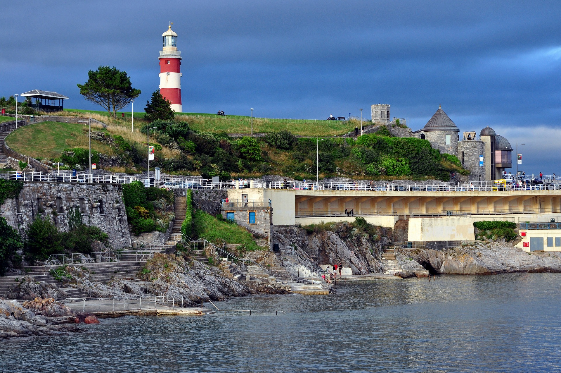plymouth-1327890_1920